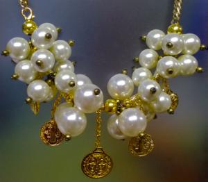 f4353f2535ac Collar de perlascon dijes de san benito - Bisuteria Love li Love en  Santiago de queretaro